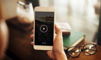 7割以上が「スマホ縦向き」のまま動画視聴!縦画面に最適な動画とは?